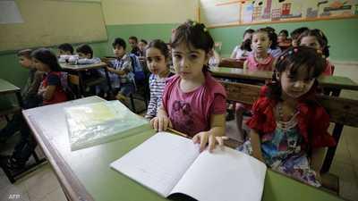 """هروب المدرسين وأجيال في خطر.. """"جرس إنذار"""" للتعليم في لبنان"""