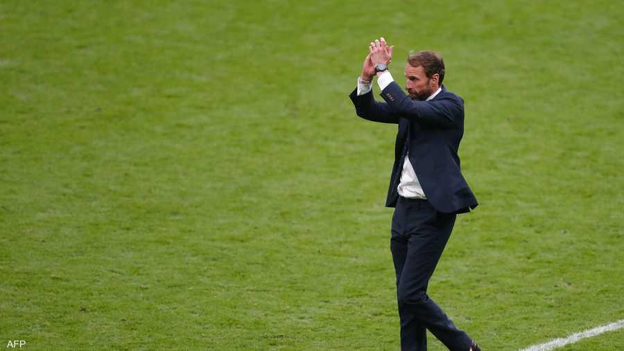 مدرب المنتخب الإنجليزي يوجه تحية للجماهير