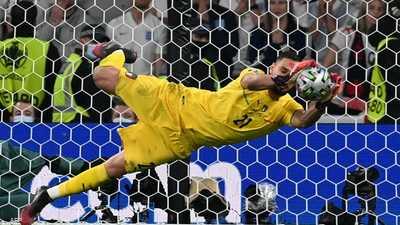 كأس أوروبا: دوناروما أفضل لاعب ورونالدو هداف النهائيات