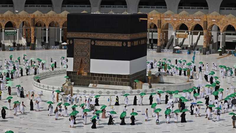 بدأت اليوم السبت مناسك الحج في مدينة مكة المكرمة، حيث تجري هذه السنة وللمرة الثانية على التوالي بأعداد محدودة ووسط إجراءات متعلقة بتفشي فيروس كورونا.