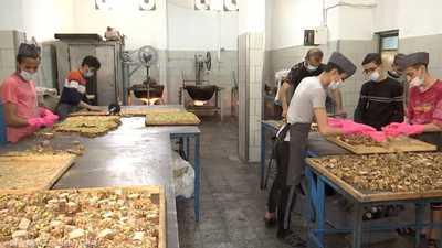 الكنافة العربية من أشهر الحلويات في قطاع غزة