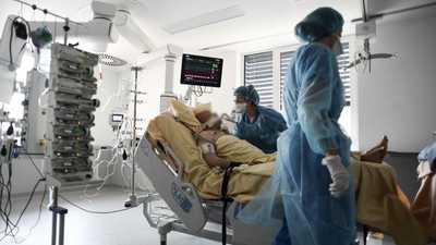 مسؤول صحي بارز يتوقع موعد العودة للحياة الطبيعية بعد كورونا