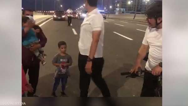 السيسي يحاور عائلة مصرية التقاها بالصدفة