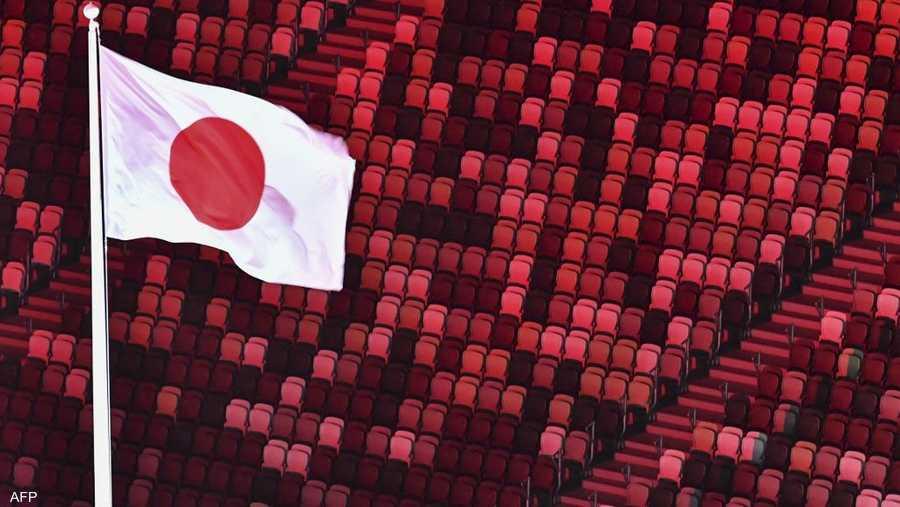 رفع علم اليابان خلال الافتتاح