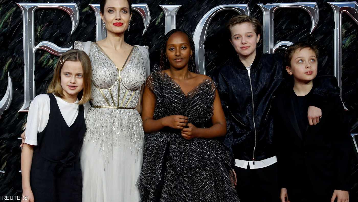 أنجلينا جولي رفقة أطفالها في لندن