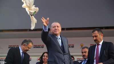 """فيديو لـ""""واقعة شاي جديدة"""".. أردوغان يثير الغضب في مسقط رأسه"""