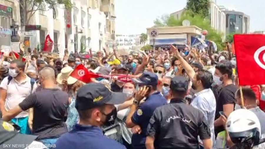 احتجاجات في تونس بسبب الأوضاع الاقتصادية والسياسية