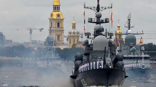 أقيم العرض السنوي للأسطول الروسي على نهر نيفا.