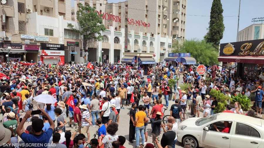 جانب من التظاهرات في عدد من المدن