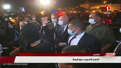 بعد مرسوم الإقالة..سعيد ينزل شارع بورقيبة ويشارك بالاحتفالات