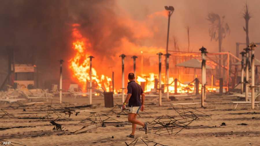 أتت ألهبة الحرائق الدخانية على آلاف المنتجعات السياحية في تركيا إلى اليونان وإيطاليا.