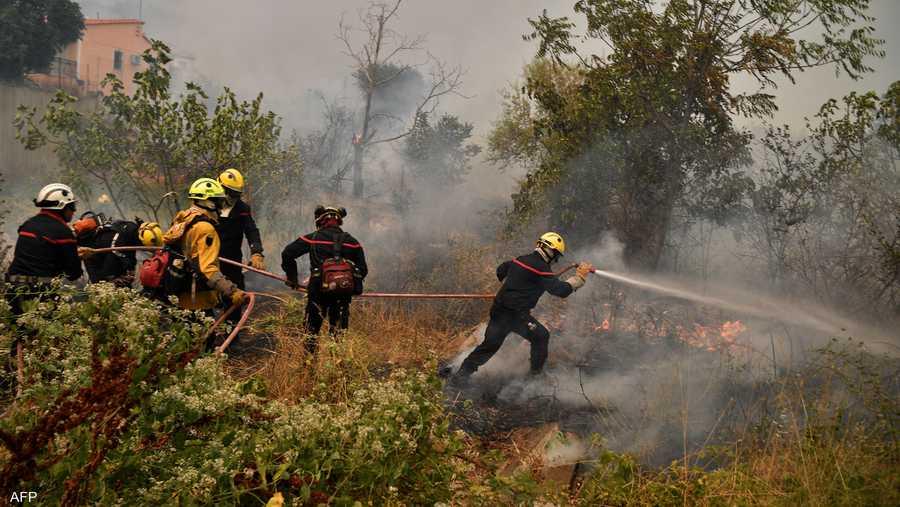 جهود جبارة من محاربي النار لوقف الكارثة