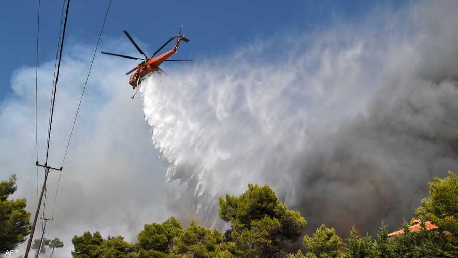 استعانت اليونان بالطائرات لإخماد النيران