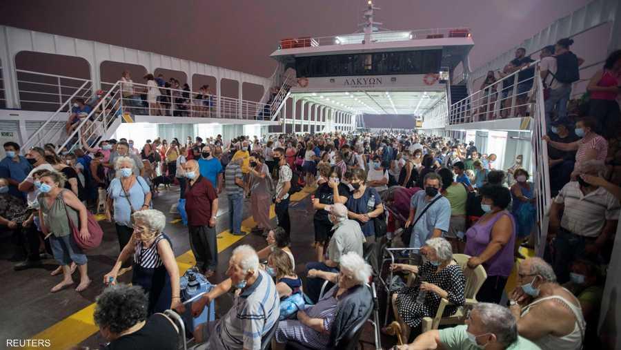 اضطرت السلطات لإجلاء المئات من جزيرة إيفيا