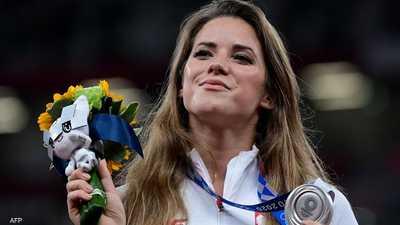 """""""حسناء الأولمبياد"""" تتبرع بميداليتها لإنقاذ طفل.. ثم المفاجأة"""