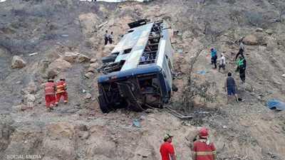 فيديو الحادث المرعب.. 32 قتيلا إثر سقوط حافلة في واد
