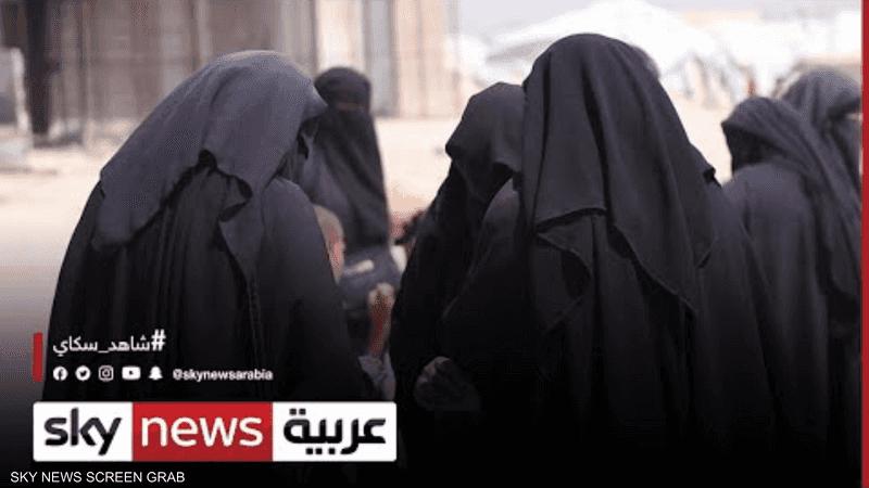 طالبان تشترط العباءة السوداء والنقاب زيا للطالبات