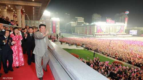 """الزعيم كيم يظهر في عرض عسكري """"متواضع"""" للجيش الكوري"""