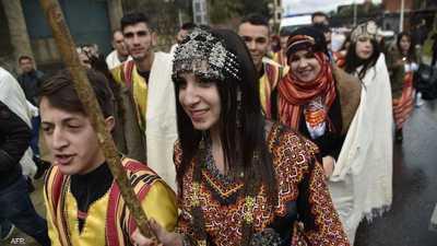 """الجزائر.. الكتب """"الأمازيغية"""" تعزز حضورها على رفوف المكتبات"""