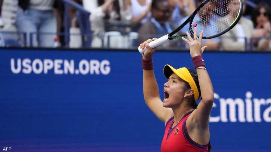 فازت رادوكانو على الكندية ليلى فرنانديس (19 عاما) 6-4 و6-3، السبت، في نهائي بطولة أميركا المفتوحة، آخر بطولات الغراند سلام، على ملاعب فلاشينغ ميدوز.