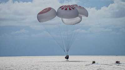 بالفيديو.. أول رحلة سياحية للفضاء تصل الأرض بسلام