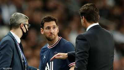 """ميسي """"غاضب"""".. وبوكيتينو يبرر قراره: أنا المدرب"""