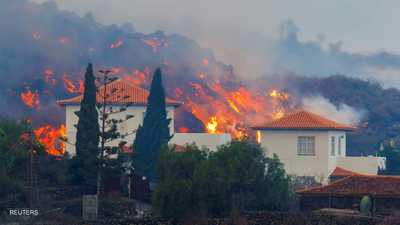 فيديو وصور.. أنهار من الحمم تتدفق من بركان ثائر في إسبانيا