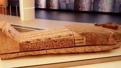 من سقارة إلى دبي.. رحلة مثيرة لتابوت مصري فريد