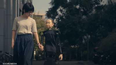 """بالفيديو: """"الروبوت"""" الطفل يوفر الرفقة لمن يعاني الوحدة"""