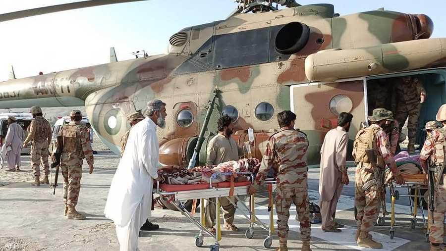 طائرة هليكوبتر عسكرية نقلت تسعة على الأقل من المصابين بجروح بالغة إلى كويتا.
