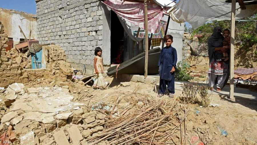 وفق المسؤولين في باكستان فإن معظم القتلى من النساء والأطفال.
