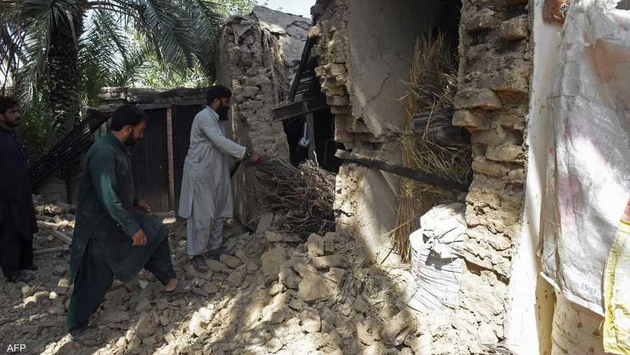 ذكرت هيئة المسح الجيولوجي الأميركية أن الزلزال حدث على عمق قريب نسبيا من سطح الأرض بلغ 20 كيلومترا وكان مركزه على بعد 102 كيلومتر إلى الشرق من مدينة كويتا.