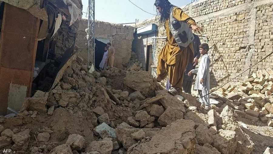 انهار أكثر من 100 منزل طيني كما لحقت أضرار بعدد كبير آخر من المباني.