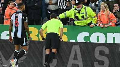 سبب غير مألوف.. لاعب توتنهام يطلب من الحكم إيقاف المباراة