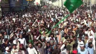 اشتباكات عنيفة بين قوات الأمن ومتظاهرين في لاهور