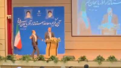 """فيديو.. صفعة """"مفاجئة"""" على وجه حاكم محافظة إيراني"""