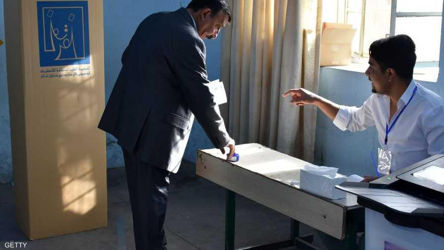أحد المصوتين في مدينة كركوك