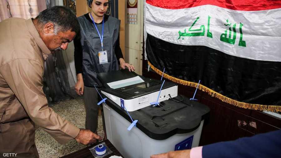 وآخر يدلي بصوته في بغداد