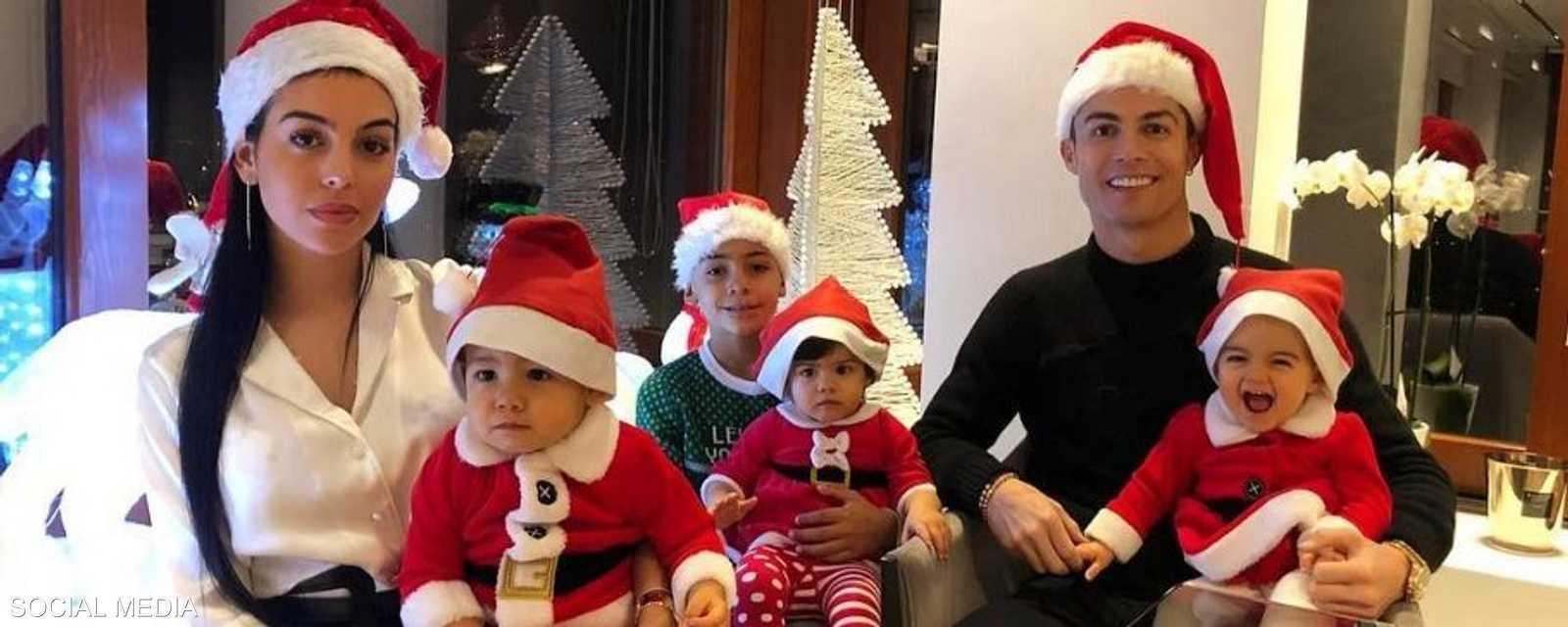 رونالدو وعائلته الصغيرة