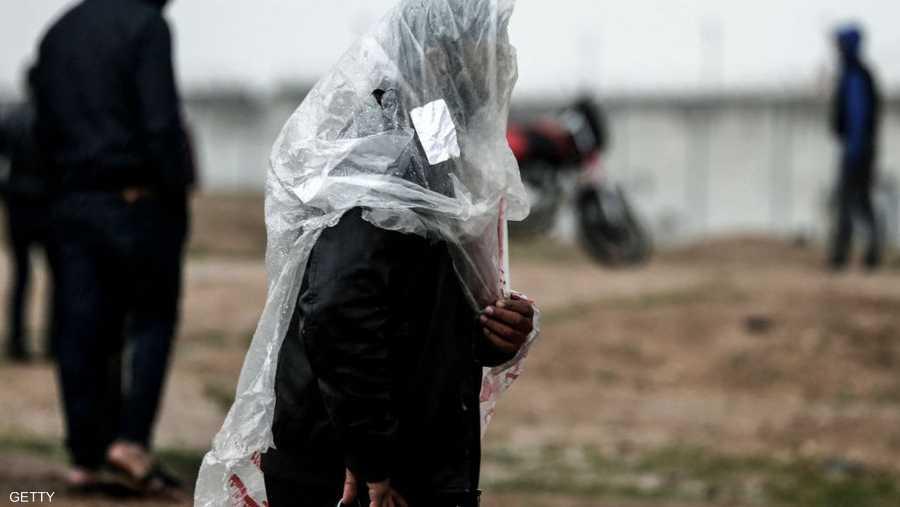 الأجواء في فلسطين، غائمة وشديدة البرودة، فيما تواصل دائرة الأرصاد الجوية التحذير من خطر شدة سرعة الرياح.