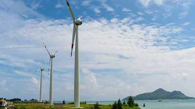 """""""أبوظبي للتنمية """" يموّل 70 مشروعا للطاقة المتجددة"""