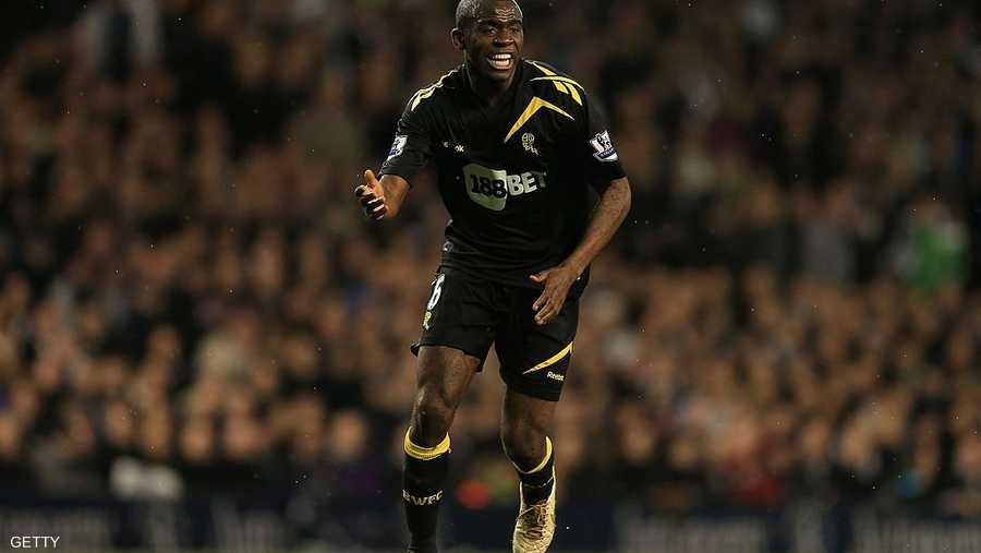 نجم بولتون السابق باتريس موامبا توقف قلبه على أرض الملعب، ولكنه نجا بإعجوبة، ليصبح أيقونة في النادي الذي احتضنه بعد الحادثة.