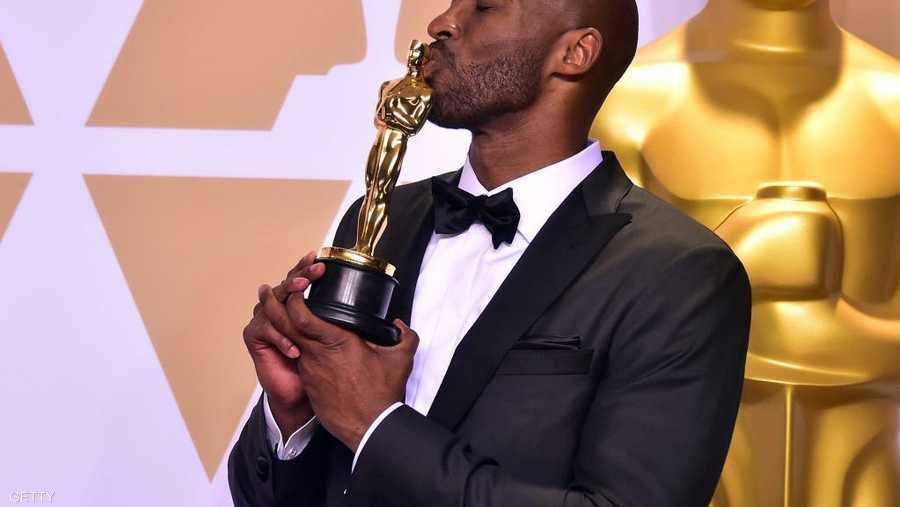 حتى الأوسكار لم يفلت منه عندما نال فيلم عن حياته الجائزة