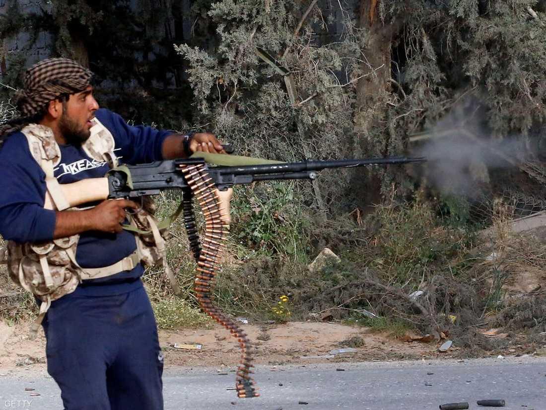 عنصر من الميليشيات الموالية لحكومة السراج