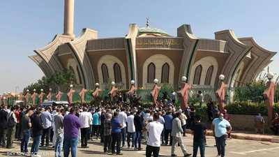 صور.. دموع وذكريات النجوم في جنازة محمود ياسين