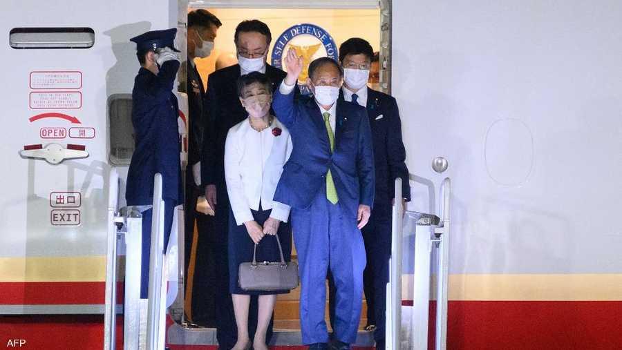 رئيس الوزراء الياباني يوشيدي سوغا برفقة زوجته ماريكو سوغا.
